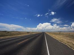 Conduisant des véhicules différents, un couple se tue dans un accident de la route