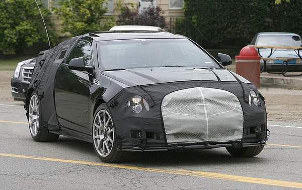 Future Cadillac CTS-V coupé : première prise
