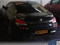 Une BMW M6 coupé avec six sorties d'échappement