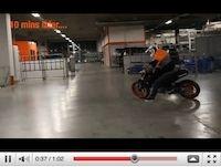 KTM Duke 125 en vidéo... façon Rok Bagoros.