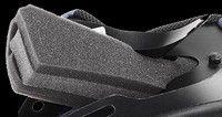 De série chez Scorpion: mousses à triple densité et écran EverClear...