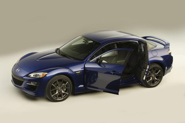 Mazda RX-8 restylée: elle, tout simplement