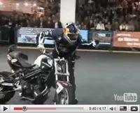 Vidéo du jour : Chris Pfeiffer «stunte» avec une BMW F 800R