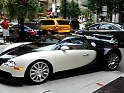 [Vidéo] Il rentre dans une Toyota en essayant une Bugatti Veyron