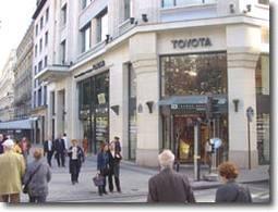 Le Rendez-Vous Toyota   Le premier constructeur japonais sur la   plus belle avenue du monde