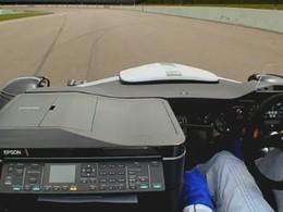 [Vidéo] Une Ariel Atom fait la course contre une imprimante Epson à jet d'encre