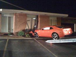 Burn et alcool : il fête l'arrivée de sa Camaro SS en la crashant dans une boulangerie