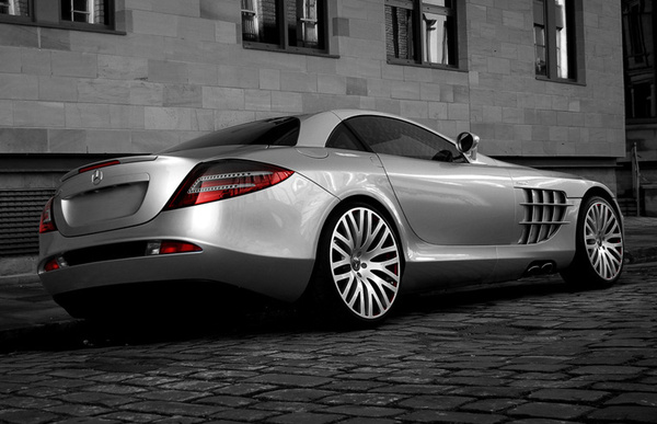 McLaren Mercedes SLR Carbon par Project Kahn : mamie en baskets
