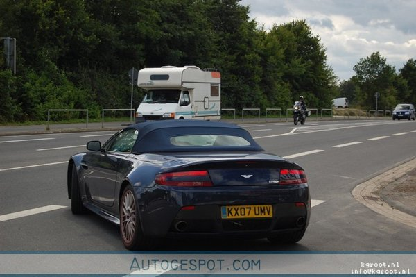 Aston Martin V12 Vantage Roadster: nue et sublime, bientôt dans nos rues?