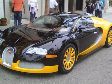 Une Bugatti Veyron jaune façon tuning