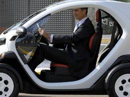 Le Prince Felipe d'Espagne a testé la petite Renault Twizy