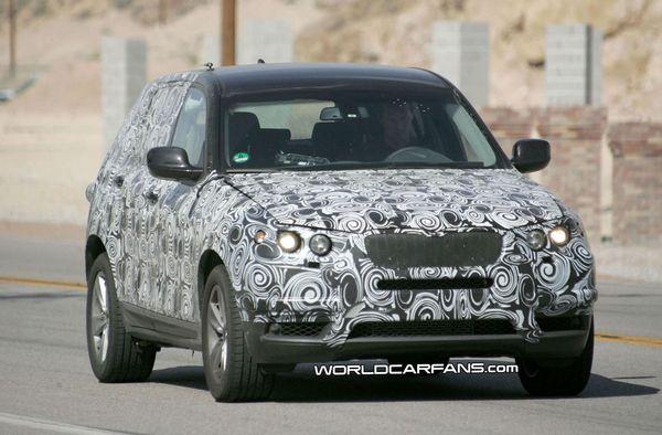Spyshot : un futur BMW X3 dans le désert