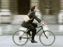 Vélo: bientôt le casque pour tous ?