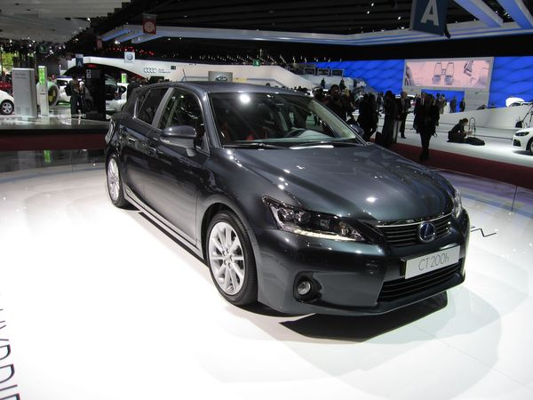 c 39 est officiel la lexus ct 200h rejette finalement 87 g co2 km minimum. Black Bedroom Furniture Sets. Home Design Ideas