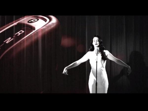 Vidéo : Lana del Rey brûle de désir pour Jaguar