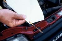 CAA-Québec : l'huile à moteur usagée doit être récupérée par des garages