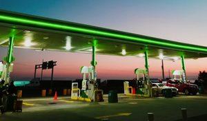 Confinement: lavente des carburants chute, les cours du pétrole restent au plus bas