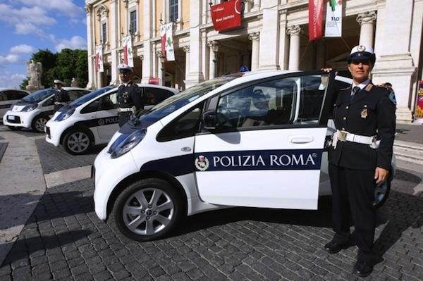 [Photos] Les citroen de la police - Page 2 S0-La-police-de-Rome-se-dote-de-14-Citroen-C-Zero-73541