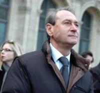 Le maire de Paris Bertrand Delanoë encourage l'utilisation des deux-roues électriques