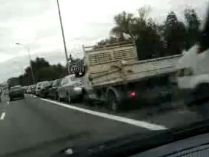 [Vidéo] Pénurie de carburant - la file d'attente pour une station service la plus longue à Nantes ?