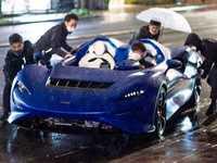 Une McLaren Elva en détresse sous une grosse averse