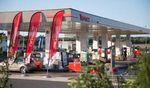 Carburants: les prix baissent encore, le pétrole américain à 0 $