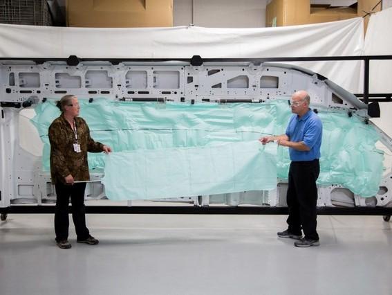 Le nouveau Ford Transit avec un (énorme) airbag