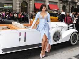 Adriana Lima et son soutien-gorge à 2 millions de dollars méritent bien une Rolls-Royce Phantom II
