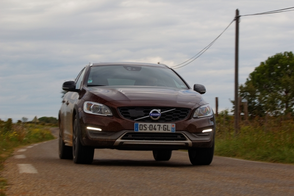 photos volvo v60 cross country. Black Bedroom Furniture Sets. Home Design Ideas