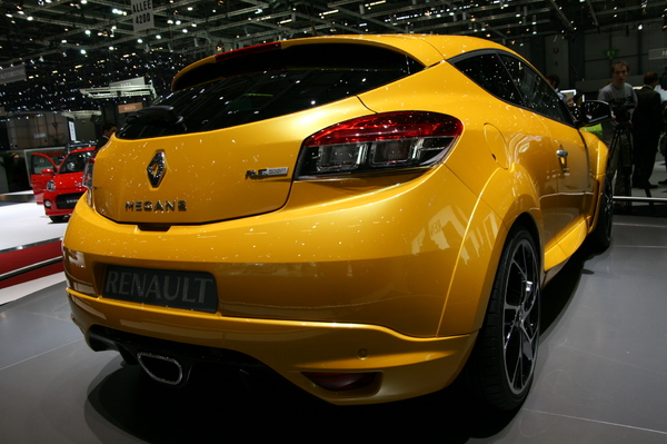 fiches techniques renault megane 3 coupe rs caradisiac. Black Bedroom Furniture Sets. Home Design Ideas