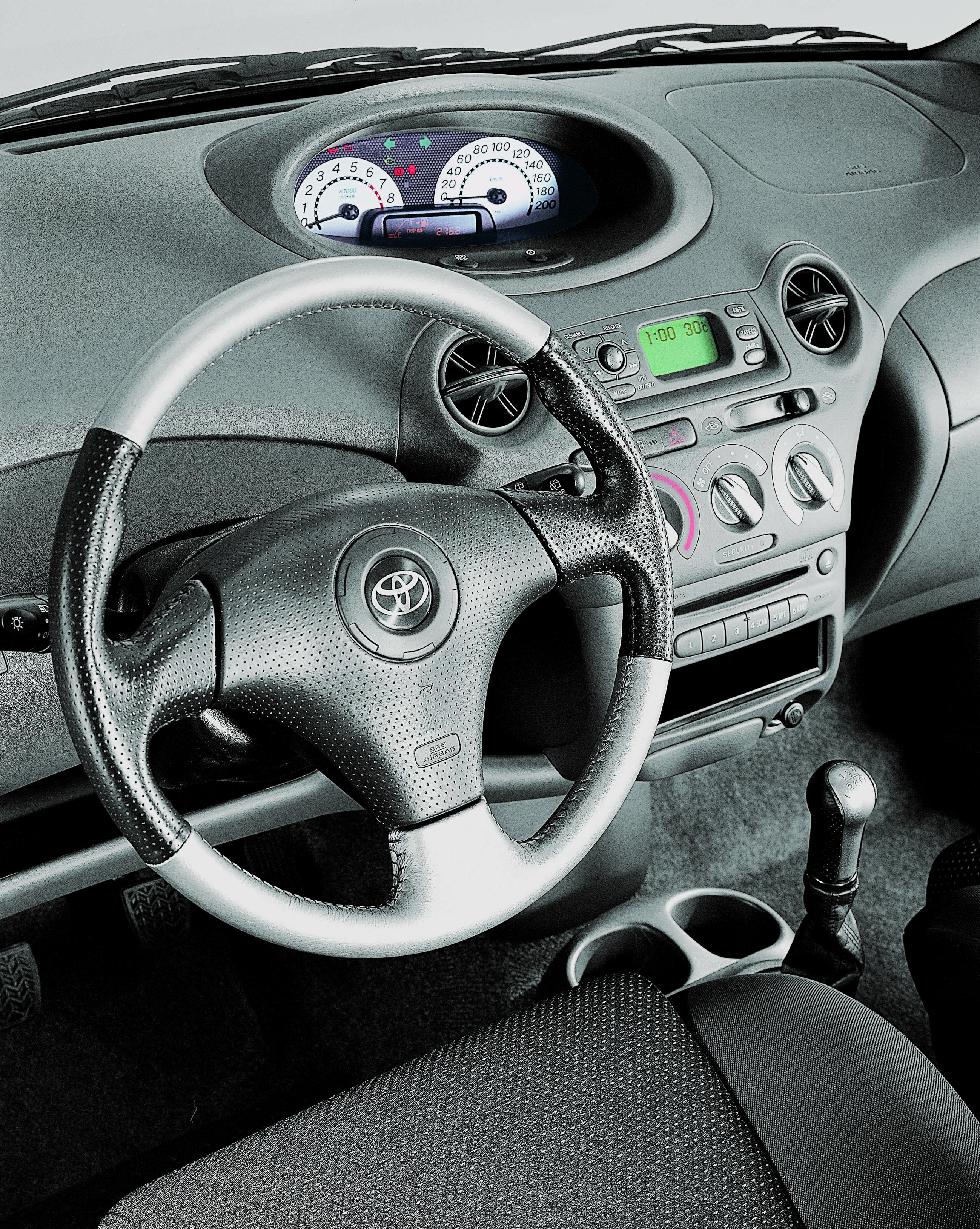 Photos toyota yaris for Interieur yaris 2017