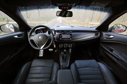 alfa romeo giulietta 3 essais fiabilit avis photos vid os. Black Bedroom Furniture Sets. Home Design Ideas