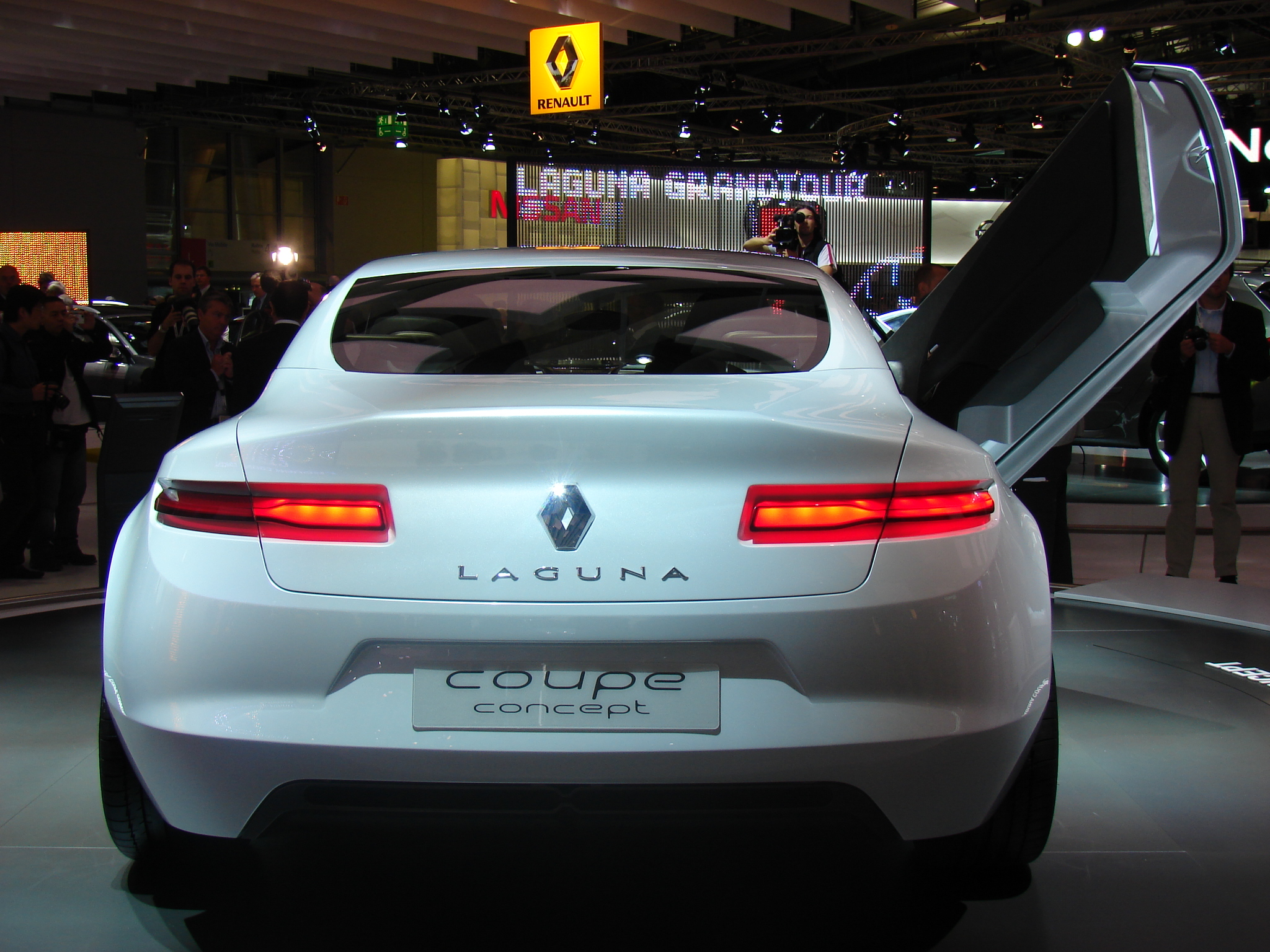 photos renault laguna coupe concept. Black Bedroom Furniture Sets. Home Design Ideas