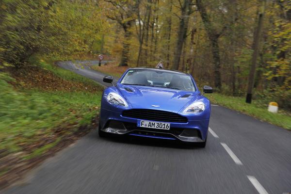 Photo Aston Martin Vanquish 2
