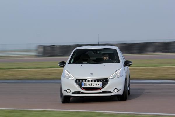 Photo Peugeot 208 Gti