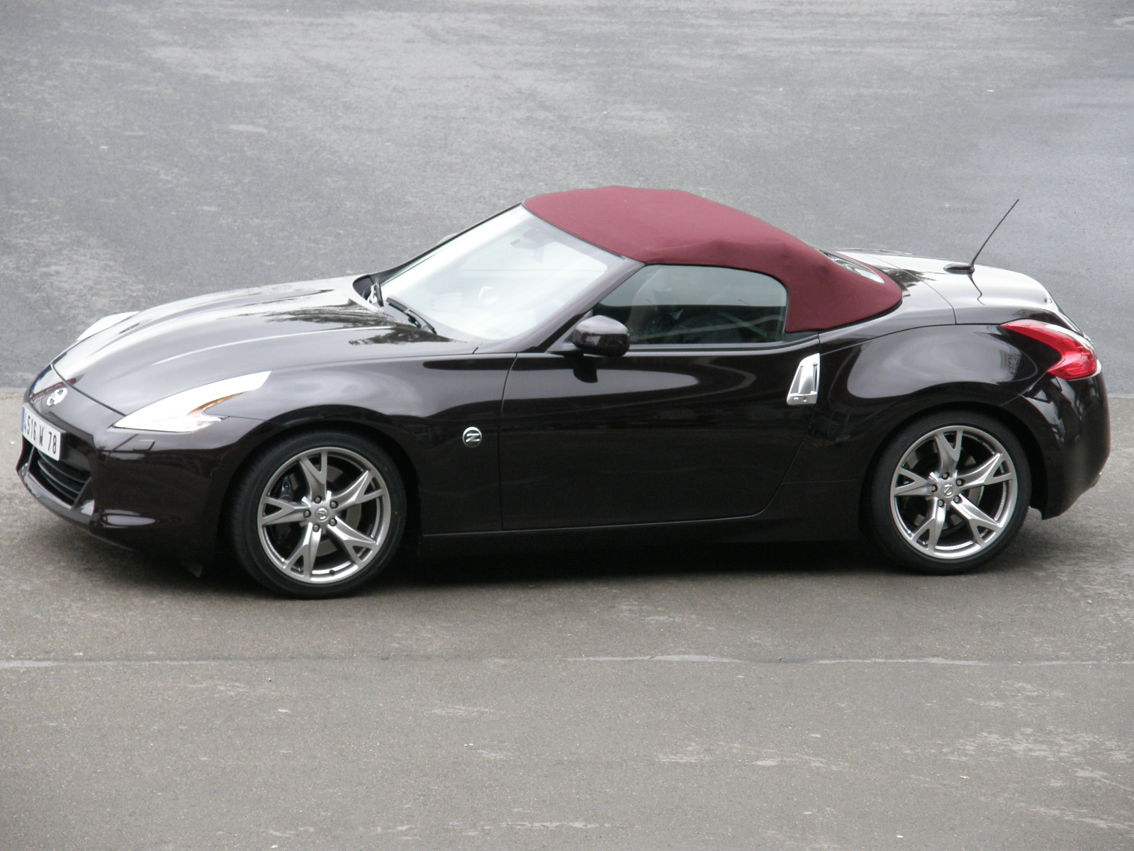 photos nissan 370z roadster. Black Bedroom Furniture Sets. Home Design Ideas