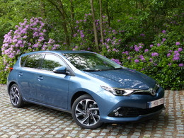 toyota auris 2 essais fiabilit avis photos vid os. Black Bedroom Furniture Sets. Home Design Ideas